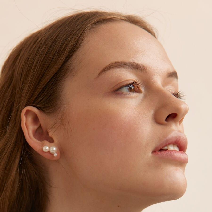 MISS EAR THREE grey white pearl